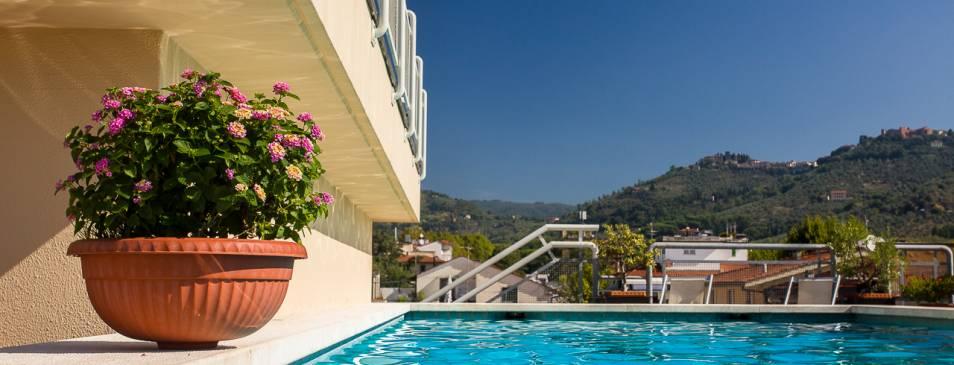 Hotel con cucina tipica toscana e piscina panoramica a montecatini terme hotel da vinci - Hotel a castrocaro terme con piscina ...